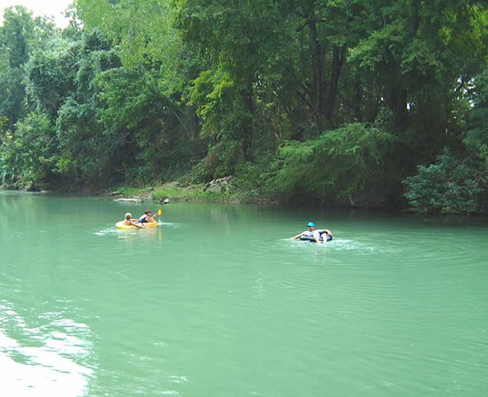 Fentress, Τέξας: Fun tubing on the San Marcos River!