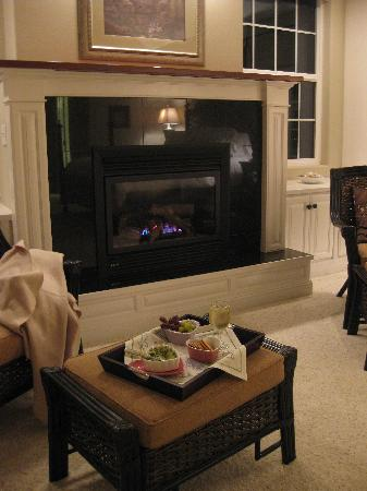 Lost Mountain Lodge: welcome hors d'oeuvres and wine
