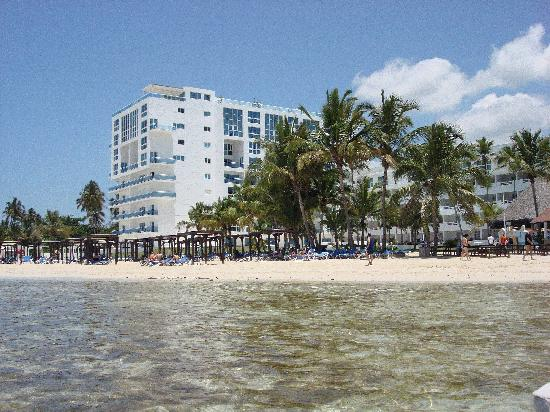 Be Live Experience Hamaca Suites : View of Hotel, beachside