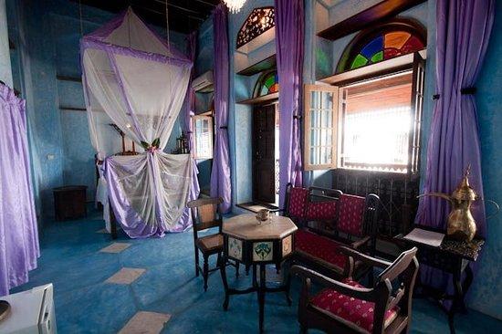 Emerson Spice: Violetta  room