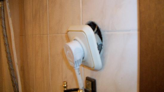 Kreshchatyk Guesthouse: electrical outlet