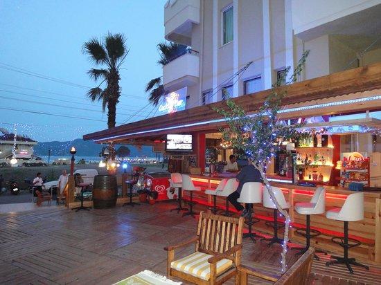 Moda Beach Hotel: bar