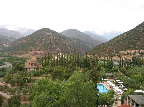 Kasbah Tamadot: surrounding mountains
