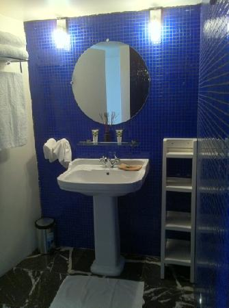 InnSense Bistro and Suites: Bathroom room #2