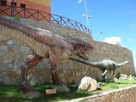 Sucre, Bolivia: The dinosaur replicas