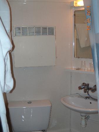 """Hotel Etche Ona : la """"douche,wc,lavabo""""et plus si affinité!!"""