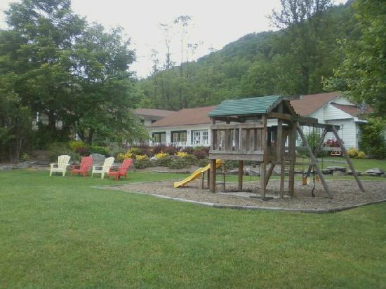 Maggie Valley Creekside Lodge: our family area/playground