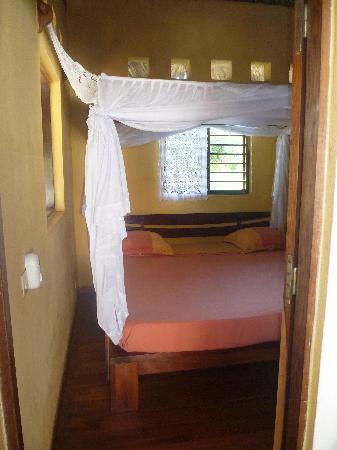 Chez Eugenie: La chambre vue de la porte
