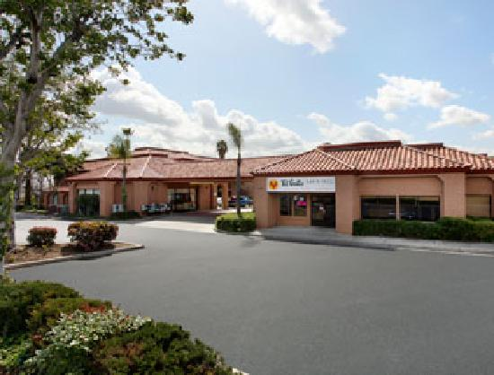 Rialto, CA: Front Entrance
