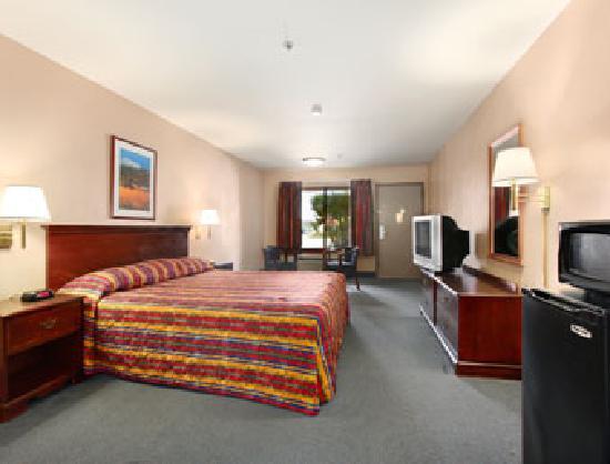 Days Inn Fontana / Rialto: Single King-sized Bed
