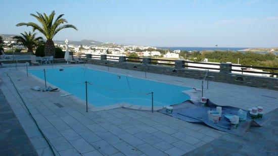 Pyrgaki Hotel:                   Zwembad zonder water!