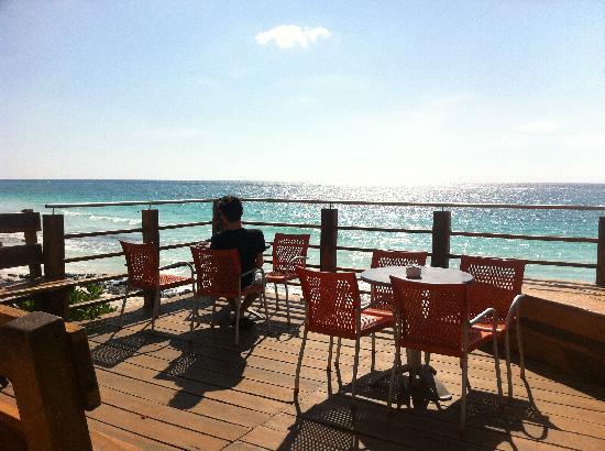 Mezzanine Colibri Boutique Hotel: View of the deck