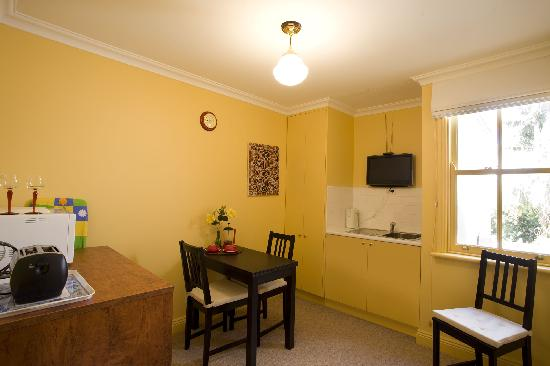 Church Street Apartment: Eat in kitchenette