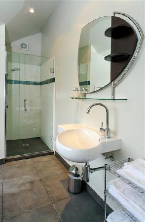 Lavender Hill: Guest ensuite bathroom