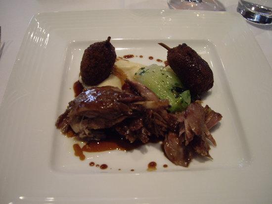 Restaurant Initiale: Duck leg with quail.