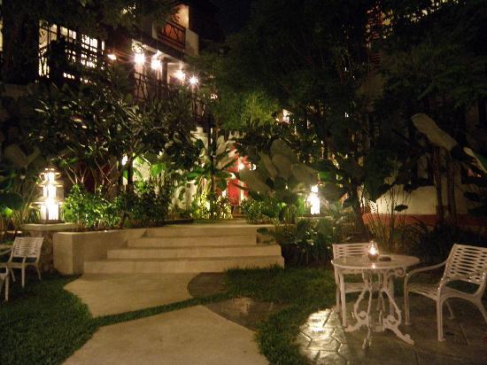 Kirikayan Boutique Resort: Evening Ambience