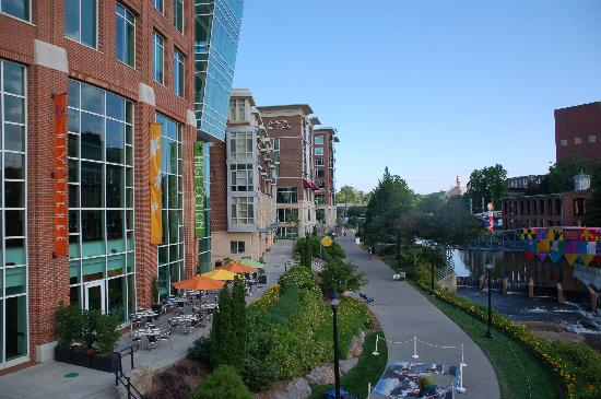 Hampton Inn & Suites Greenville - Downtown - Riverplace: Hotel river side