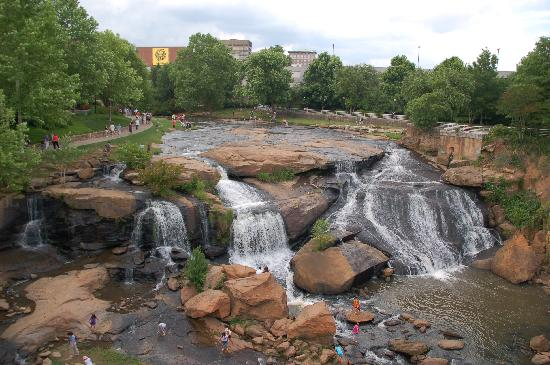 Hampton Inn & Suites Greenville - Downtown - Riverplace: Falls from bridge