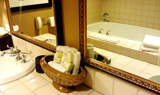 Westlake Village Inn: Loved the Jacuzzi Tub