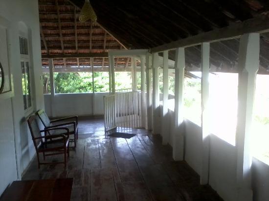 Sarras Guest House: Open verandah