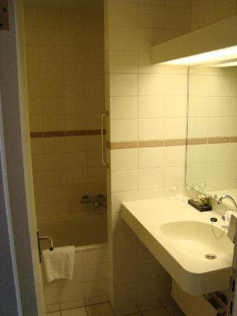 Hotel Jules: bagno con vasca