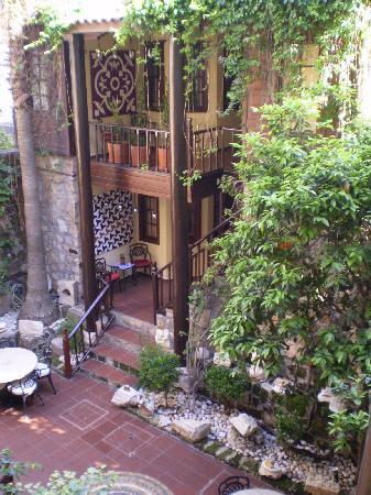 Alp Pasa Hotel: stairs!