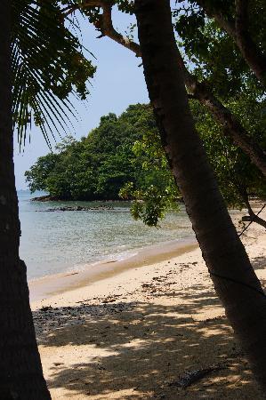 Six Senses Yao Noi : The hotels private beach.