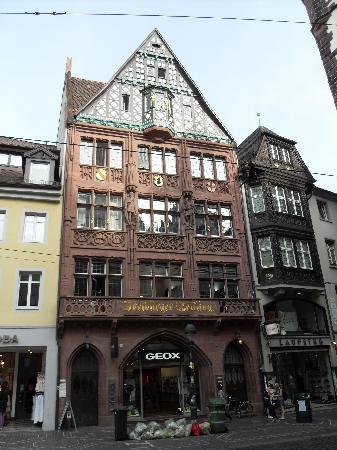 Freiburg im Breisgau, Tyskland: Ein schoenes Haus im Altstadt