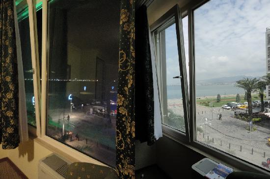Hotel Izmir Palas: View from my room day and night