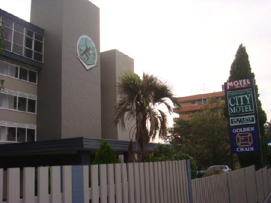 Parramatta City Motel: front of the hotel