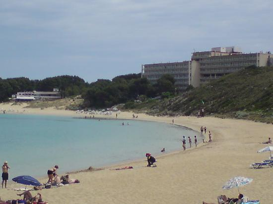 Club Hotel Aguamarina: main hotel from beach
