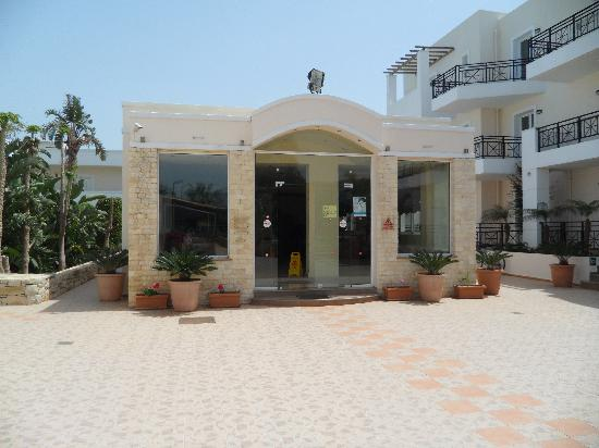 Yiannis Manos Apartments: the reception building