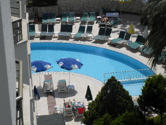 Marbel Hotel: pool view from our room