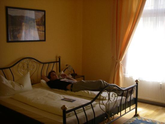 Hotel Weinhaus Hoff: Bett