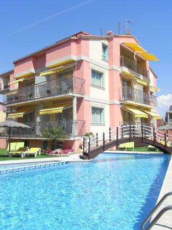 Apartamentos Velero: vista exterior