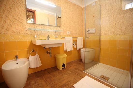 casa gemelli bagno - Picture of Le Case dello Zodiaco, Modica ...