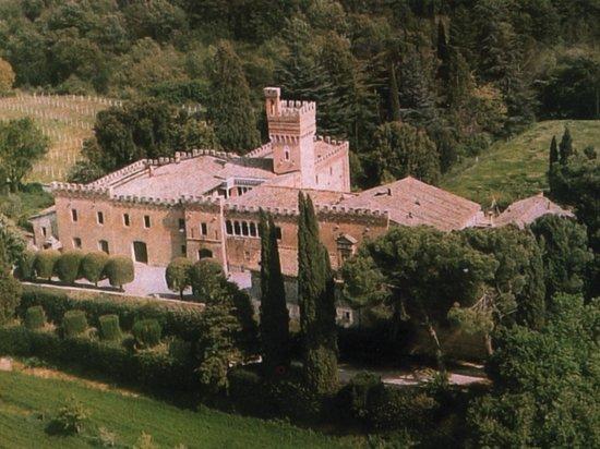 Fattoria Palazzo di Piero : Il Castello di Palazzo di piero - Vista aerea