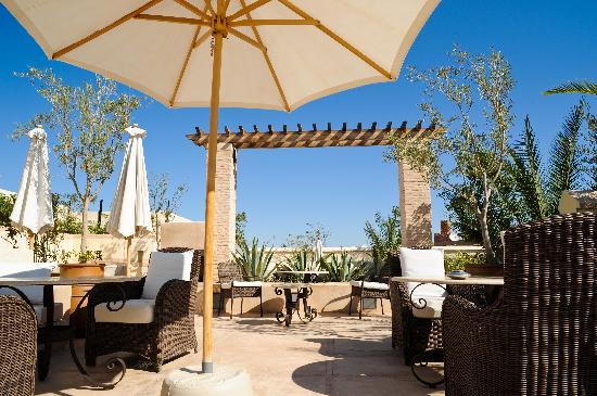 Riad Camilia: Un des espaces de la terrasse