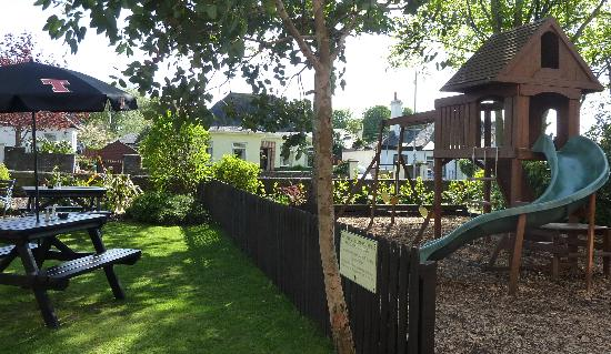 The Chestnuts Hotel Restaurant: Play area, beer garden, al fresco dining
