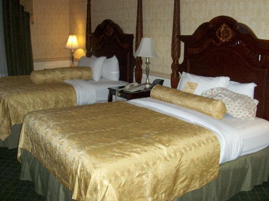 Ayres Hotel Anaheim: Spacious room