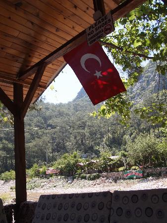 Olympos, Turkije: Shelters near the bar