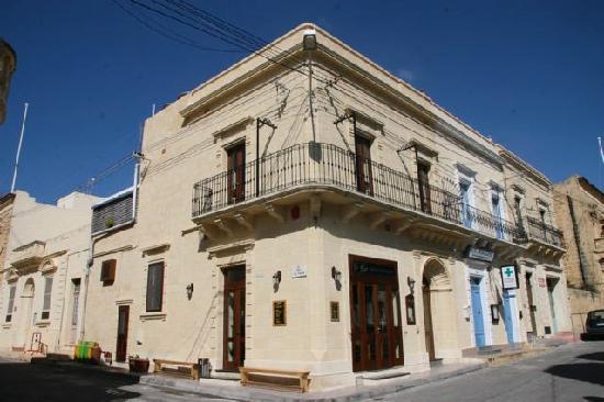 D`Bar Cafe Restaurant : D`Bar Cafe Resturant ,St Joseph Sqaure, Qala ,Gozo