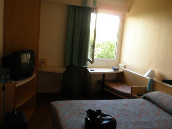 Fotos Baño | Habitacion Y Bano Foto De Hotel Ibis Setubal Setubal Tripadvisor