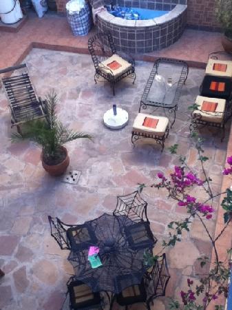 La Dolce Vita: courtyard