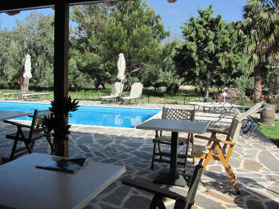Hotel Irida Plakias: Breakfast area for Hotel Irida by the pool