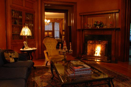 Circular Manor Bed and Breakfast: Relax in front of the fire