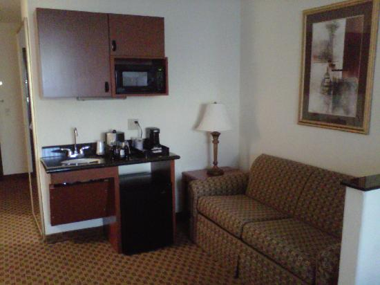 Holiday Inn Express Midland Loop 250: Sofa