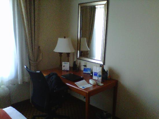 Holiday Inn Express Midland Loop 250: Desk