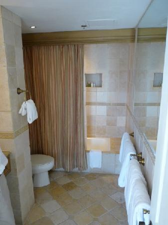 The Biltmore Hotel Miami Coral Gables: Suite 380 Badezimmer
