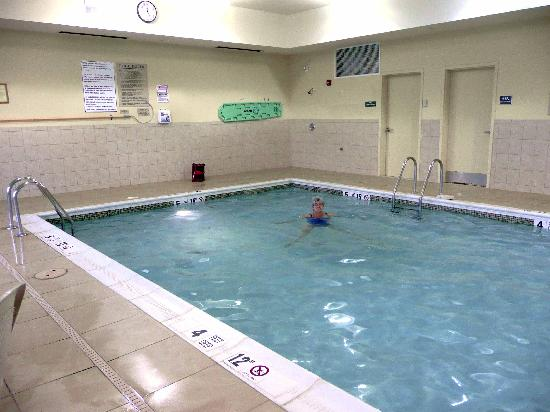 Country Inn & Suites By Carlson, Rochester Airport - University Area: The swimming pool